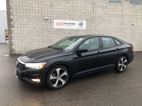 Certified Pre-Owned 2019 Volkswagen Jetta 1.4 TSI Highline + R-Line Pkg/Less than 90 km